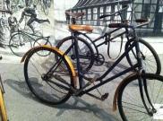 Im Museum sind auch viele historische Fahrräder ausgestellt.