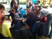 Kinder hatten - angeleitet von Studenten der Siemens Technik Akademie - auf der Messe die Möglichkeit, selbst einen elektronischen Würfel zu löten.