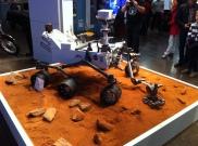 Ein Modell des Mars-Rovers Curiosity