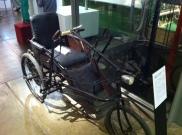 """Ein """"Krankenfahrstuhl für Selbstfahrer"""", der 1947 die Mobilität der Kriegsversehrten verbessern sollte"""