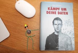 """Beim Lesen des Buches """"Kämpfe um deine Daten"""" von Max Schrems geht einem ein Licht auf!"""