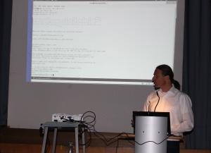 Friedhelm Düsterhöft zeigte, mit welchen Tools Hacker arbeiten und wie sie Sicherheitslücken ausnutzen, um Daten zu stehlen.